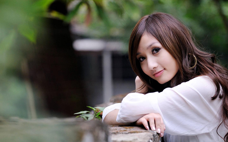 清纯美女户外写真 高清图片